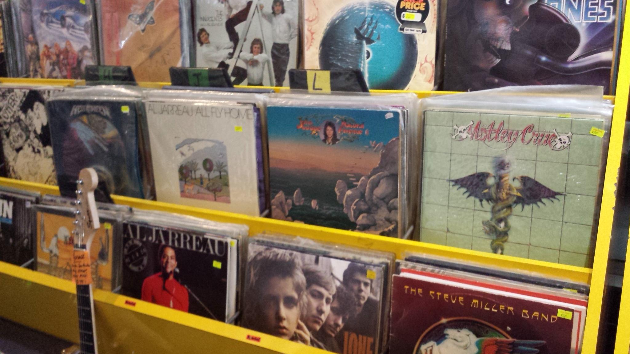 1000s VINYL RECORDS